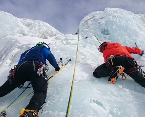 Arrampicata su cascata di ghiaccio