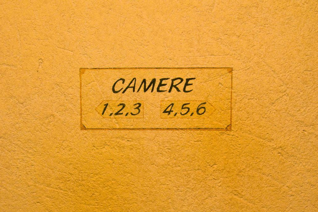 Numeri camere scritta