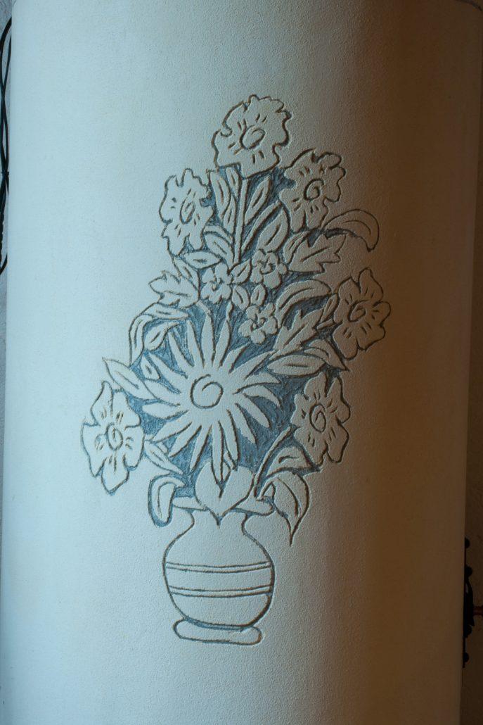 graffito pigna vaso di fiori