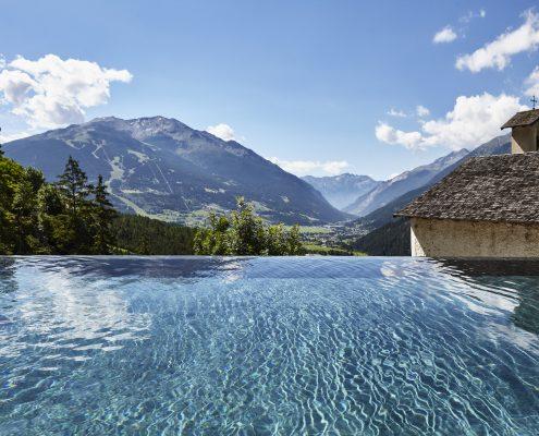Bormio terme bagni vecchi piscina infinity esterno relax montagna